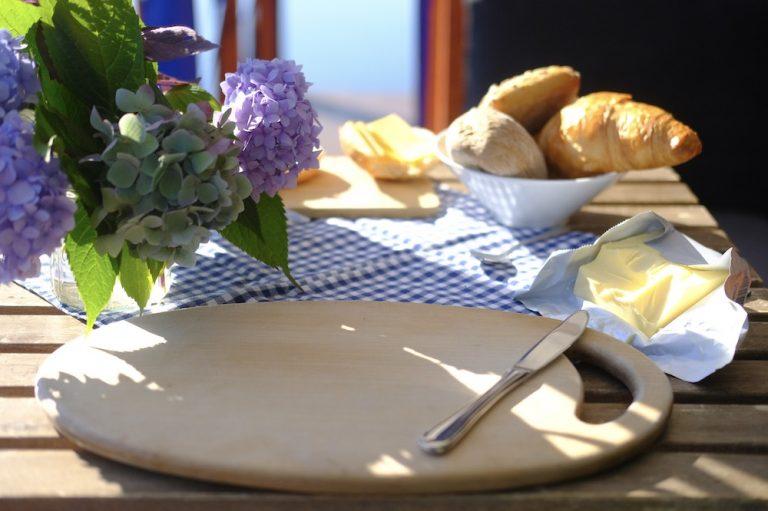 Frühstück auf dem Floß